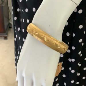 💎 Monet Vintage Diamond Cut Gold tone Bangle